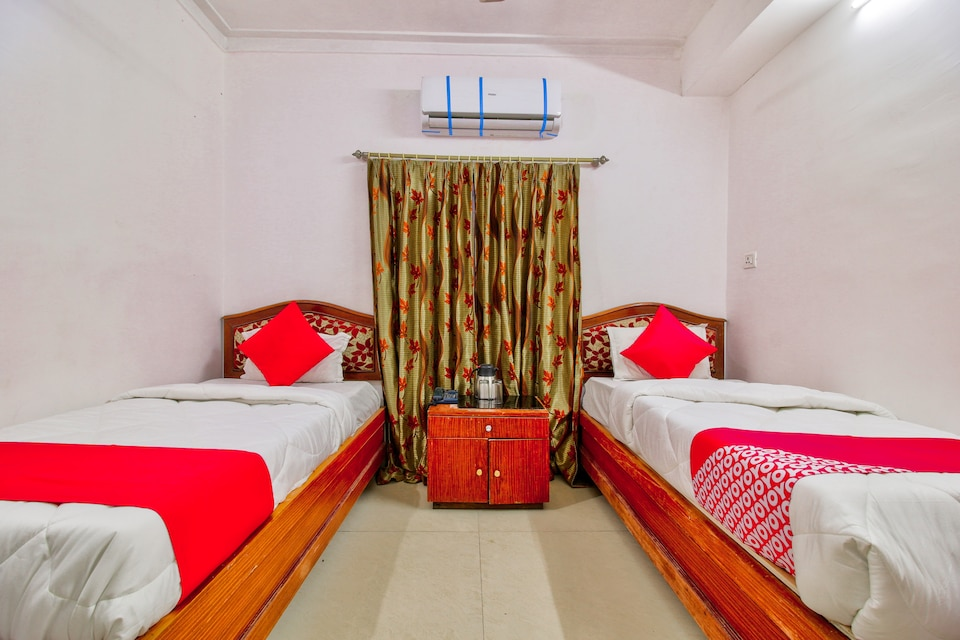 OYO 18588 Hotel Embassy