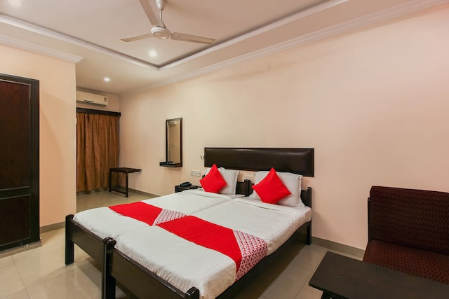 OYO 18591 Hotel Samrat