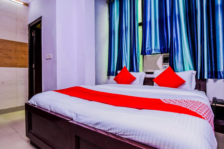 OYO 18598 Hotel Satya Palace -1