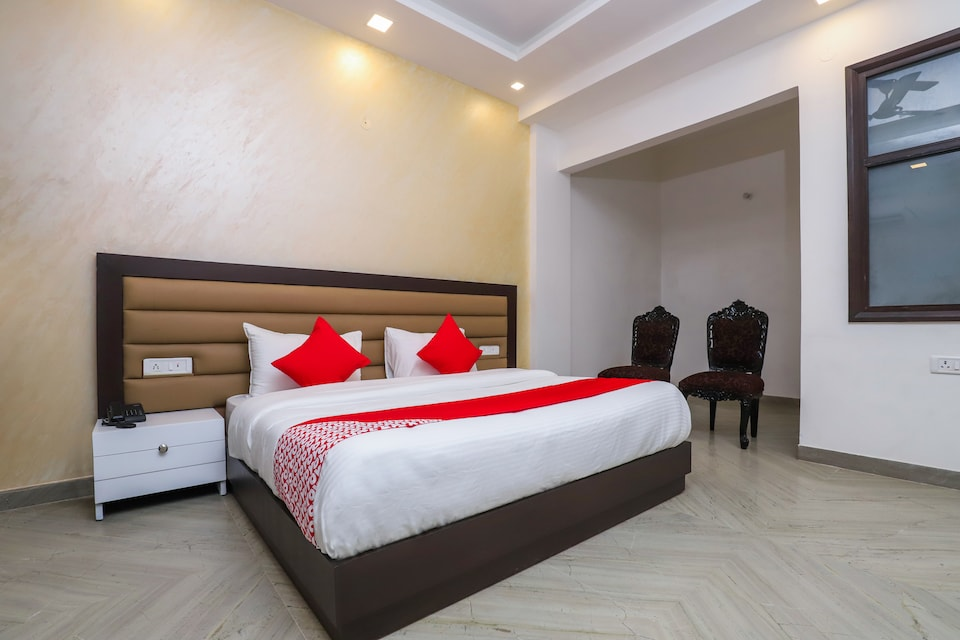 OYO 18607 Nights Inn