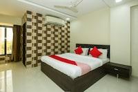 OYO 18610 Hotel Parivar Garden