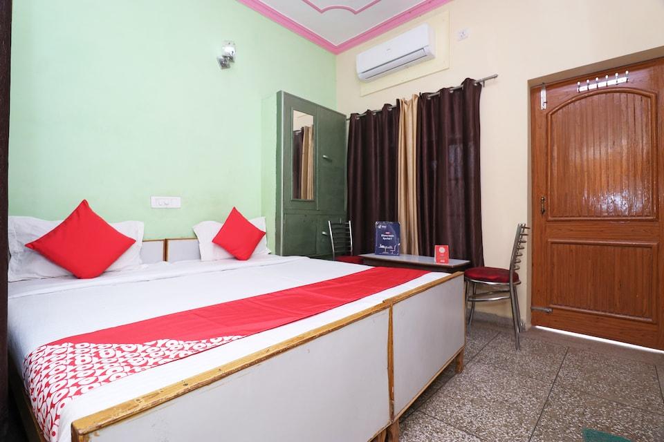 OYO 18682 Hotel Roshan