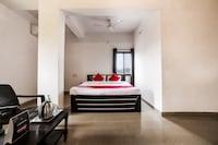 OYO 18738 Hotel Saniya Deluxe