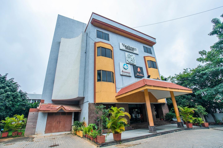 OYO 18762 Vaishnavi Residency -1
