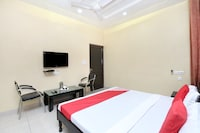 OYO 18805 Rajmahal Motel