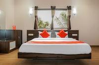 OYO 18815 Bhushan Residency Deluxe