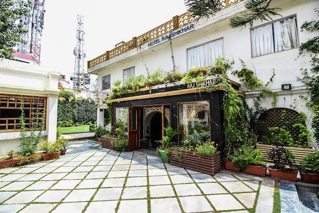 OYO 18849 Hotel Raj Shikhar