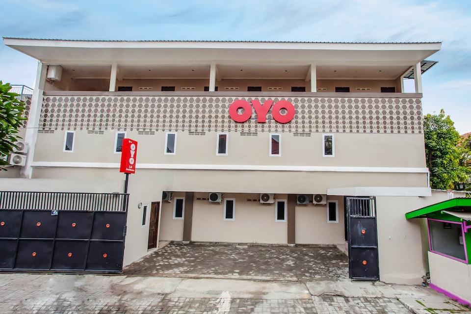 OYO 134 Lg Residence, Dukuh Pakis, Surabaya