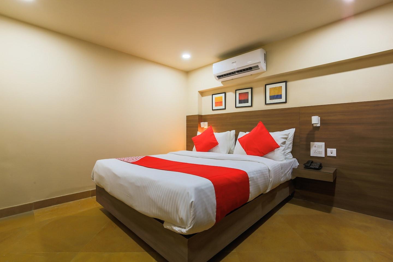 OYO 18951 City Xpress Hotel Rooms -1