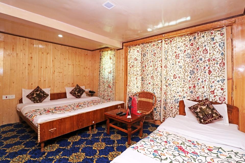 OYO 18990 Hotel Bright Palace