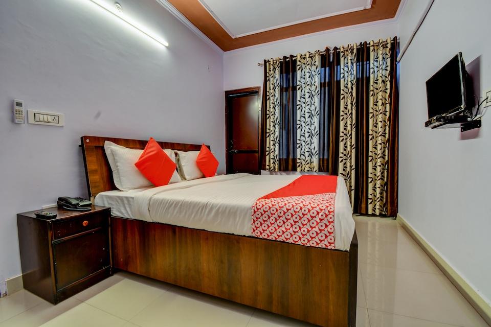 OYO 19036 Hotel Royal Raj