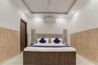 SilverKey Executive Stays 19389 Divine Inn Rajouri Garden
