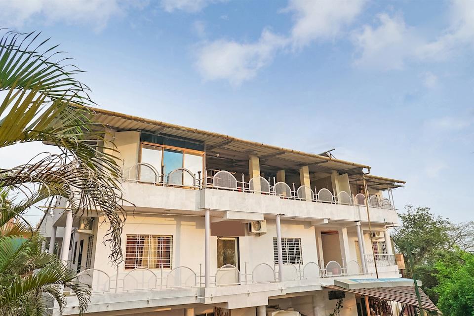 OYO 19677 Hotel Gurukrupa