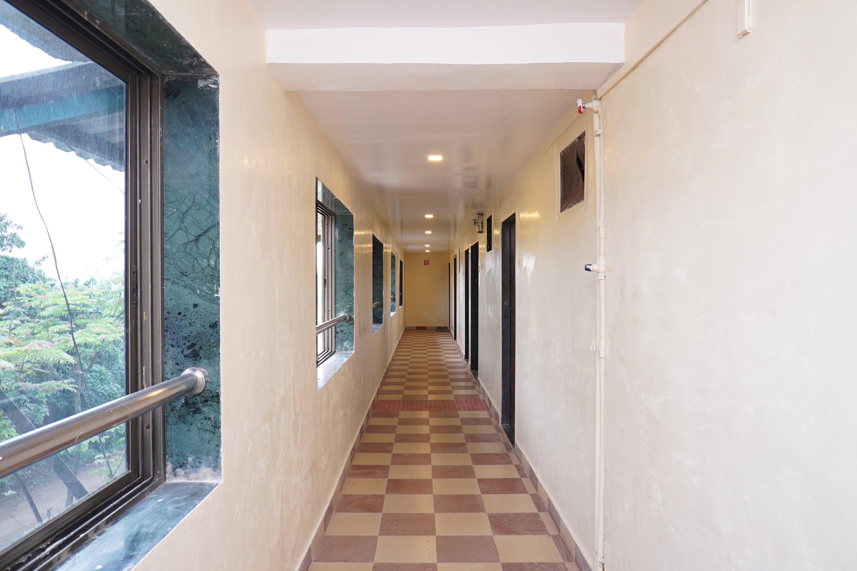 OYO 19792 Shivneri Motels