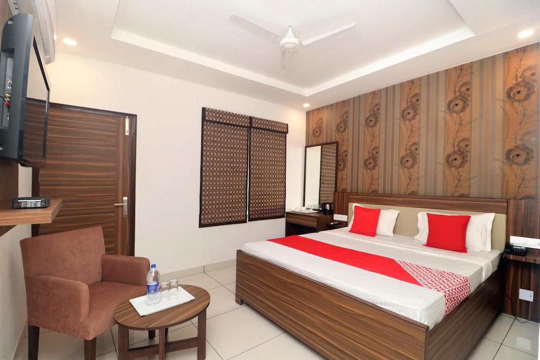 OYO 19817 Hotel Sartaj -1