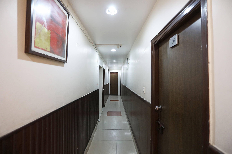 OYO 19824 Hotel Doon Palace