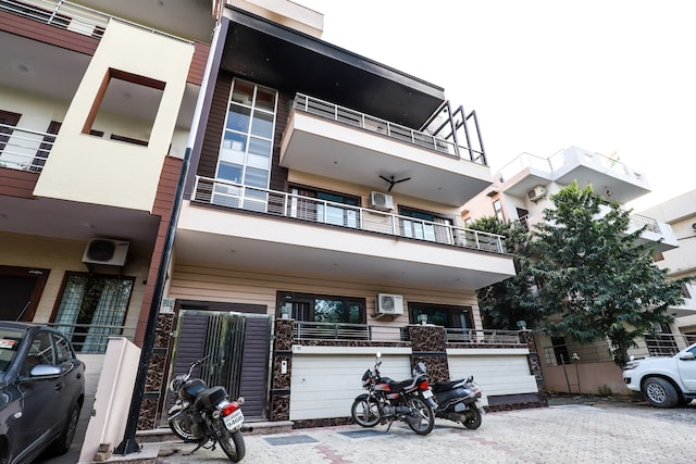 OYO 19880 Home Luxury 3BHK Sector 50