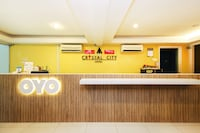 OYO 443 Crystal City Hotel