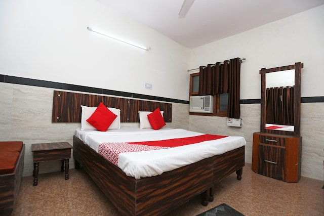 OYO 19948 Hotel Goverdhan