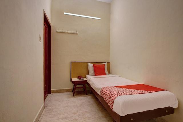OYO 19959 Hotel Radhakrishna Saver