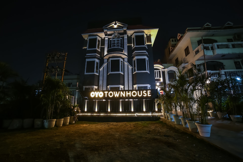 OYO Townhouse 062 Cyber City