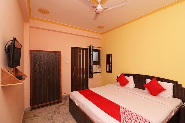 OYO 22015 Hotel Lakshya Palace
