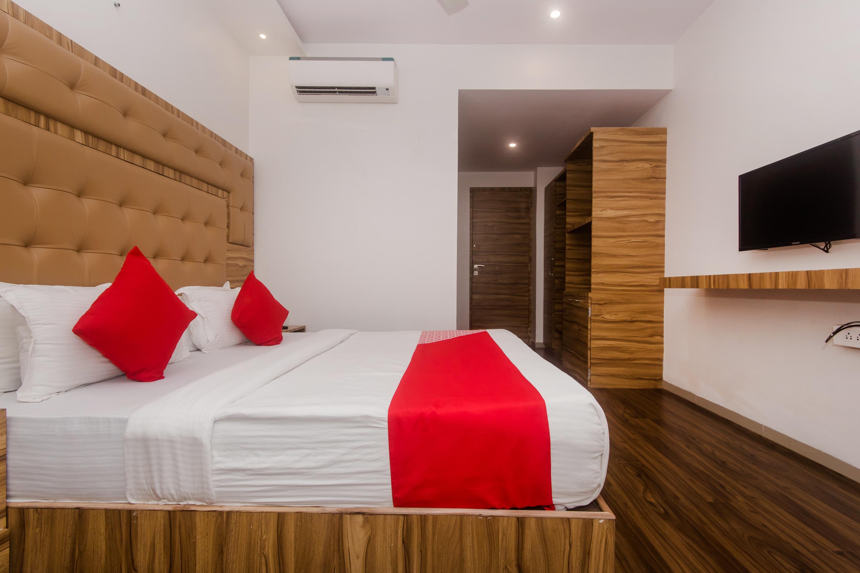 OYO 22039 Hotel Bkc Grand