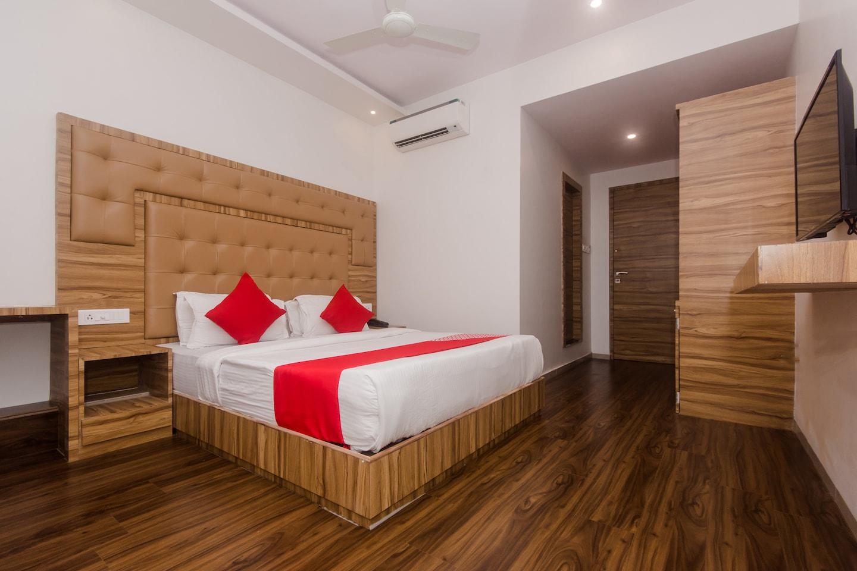 OYO 22039 Hotel Bkc Grand -1