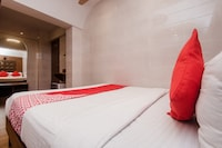 OYO 22055 Dadar Residency