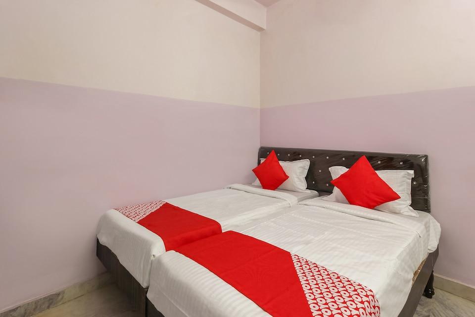 OYO 22085 Raj Banjara White House