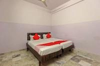 OYO 22085 Raj Banjara White House Deluxe