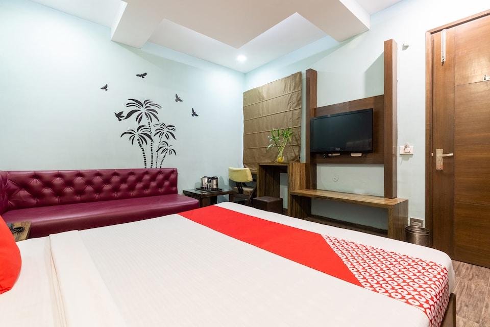 OYO 555 Hotel Mourya