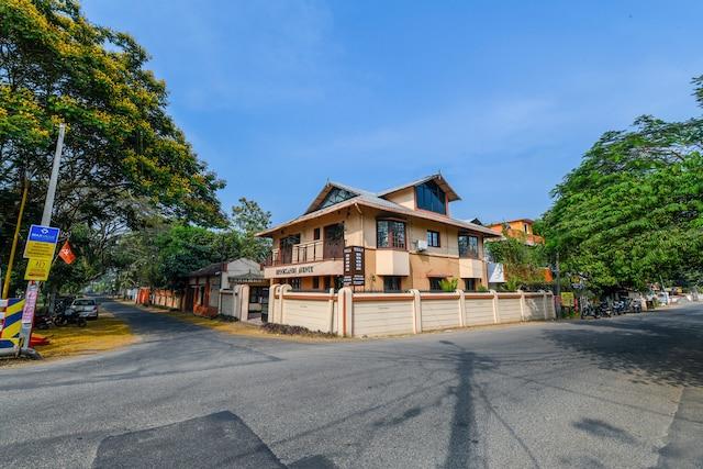 OYO Home 22198 Elite 4BHK Villa