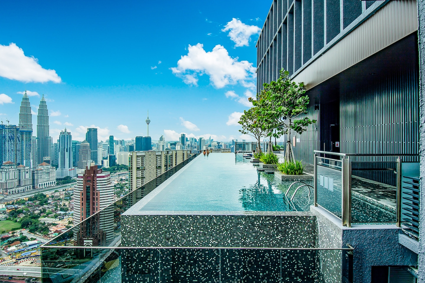 OYO 466 Home Studio Expressionz Suites KL Tower View from Pool -1