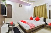 OYO 22374 Hotel Navjivan