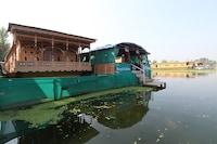 OYO 22379 Young Gulshan Group of Houseboats