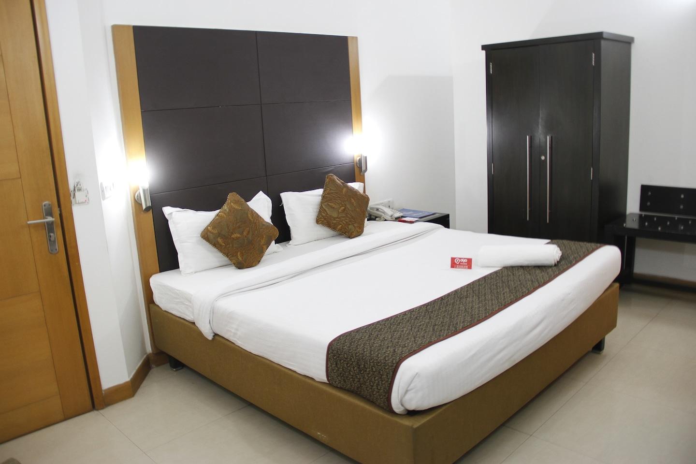OYO Premium 129 Cyber Park Room-1