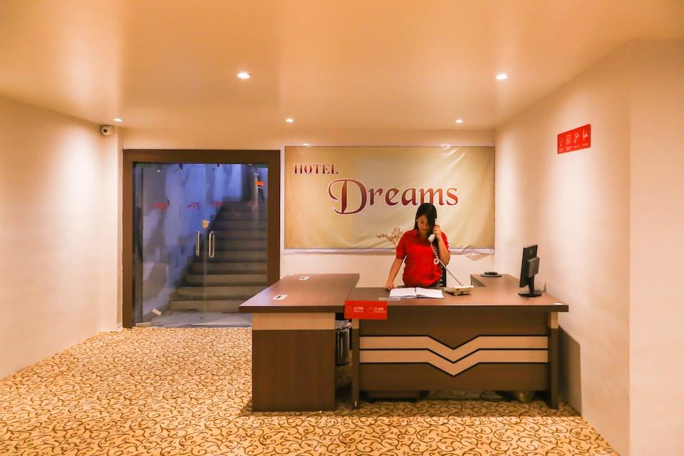 OYO 22428 Hotel Dreams