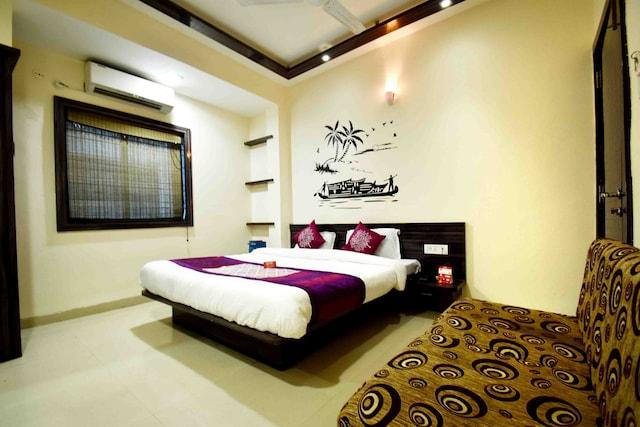 OYO Rooms 036 Bombay Hospital Dewas Naka Road
