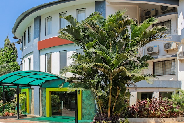 OYO 22692 Flagship Strand Resort