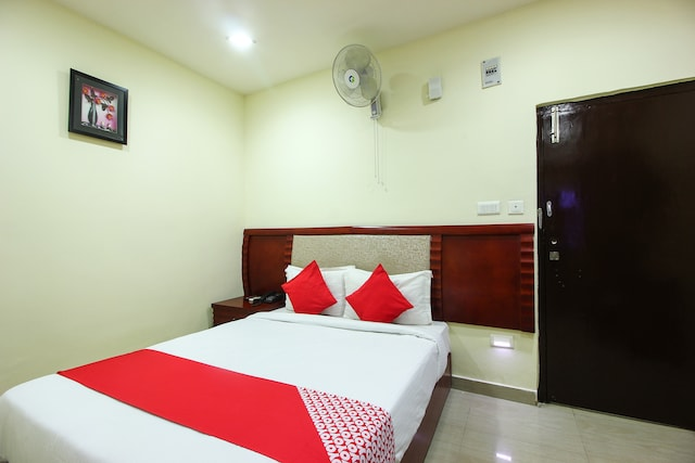 OYO 22737 Chandra Grand Hotel