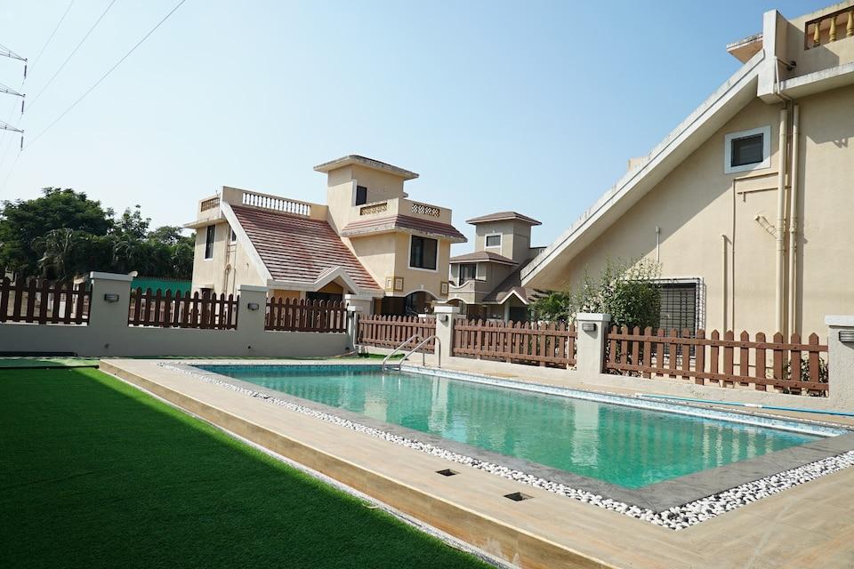 OYO Home Luxe 22738 Gorgeous 4BHK Lonavala