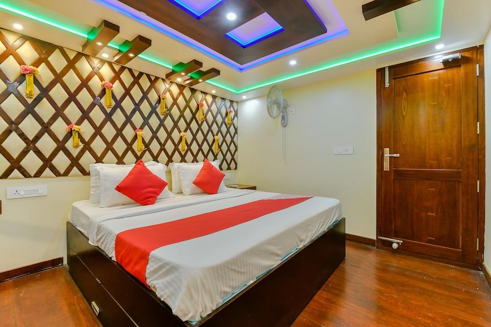 OYO 22759 Houseboat Luxury Smart Gold 6 BHK
