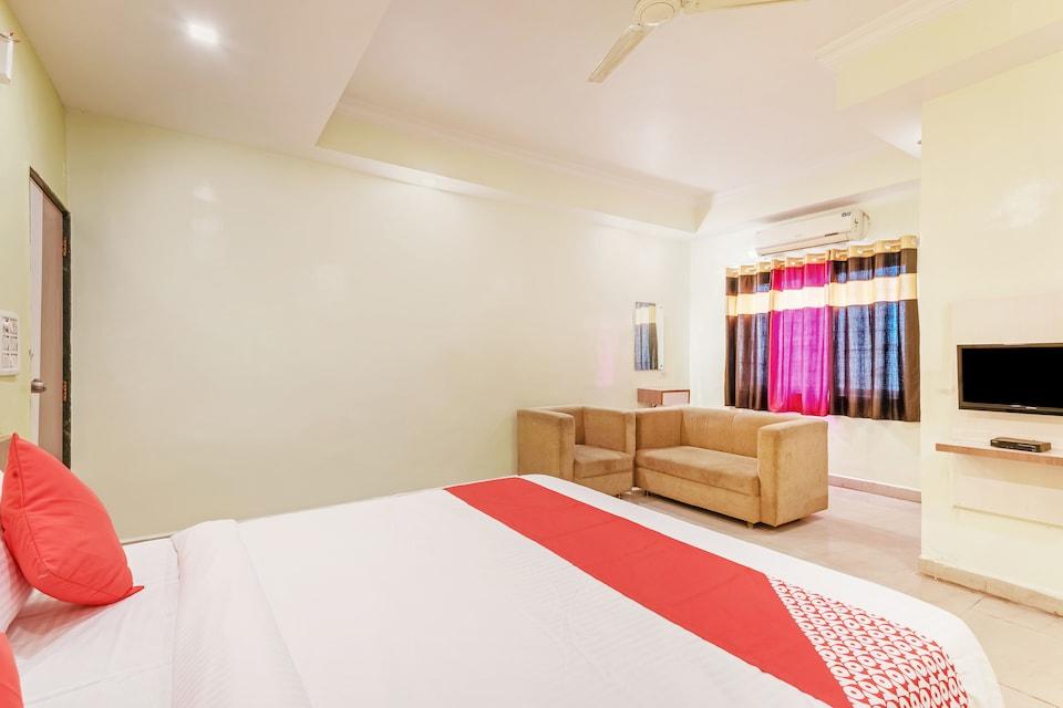 OYO 22817 Hotel Dream Line