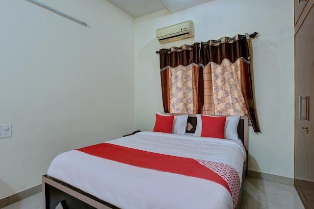 OYO 22900 Sri Sai Suites