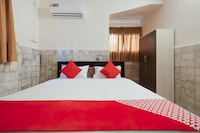 OYO 22907 Hotel Holiday