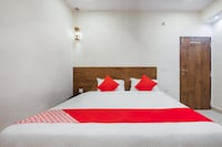 OYO 22907 Hotel Holiday Deluxe