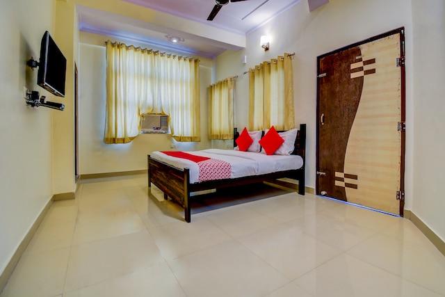 OYO 22942 Hotel Opal