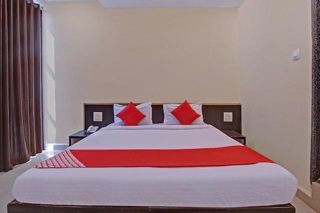 OYO 23051 Hotel Surya Yatri Niwas Suite