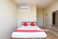 OYO 23052 Varadashree Comforts